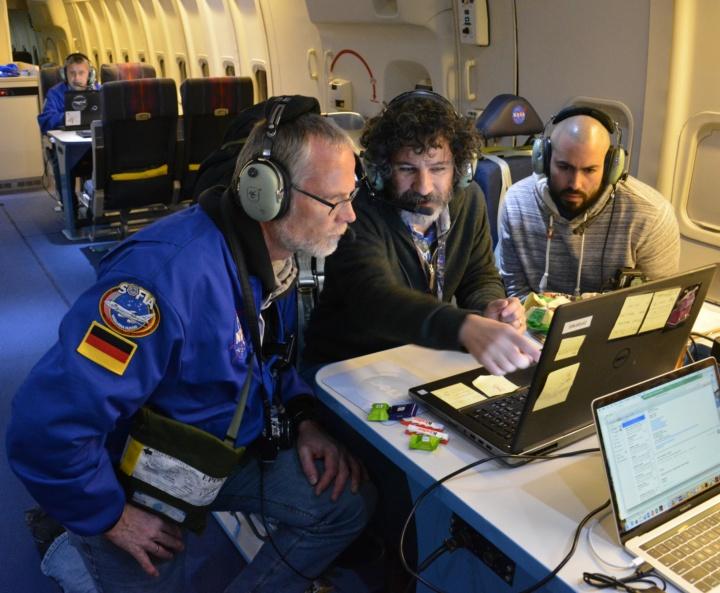 Joachim Groß und Dario Fadda an Bord von SOFIA