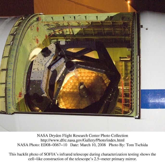 Marz 2008: Dieses Foto zeigt die wabenförmige Konstruktion von SOFIAs 2,5 Meter-Primärspiegel