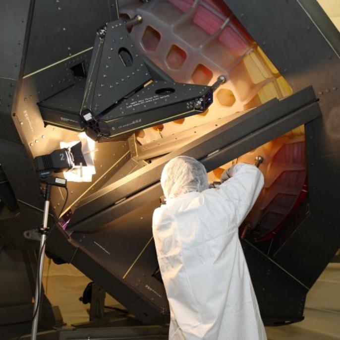 April 2008: Der Spiegel wird einer ersten Inspektion unterzogen