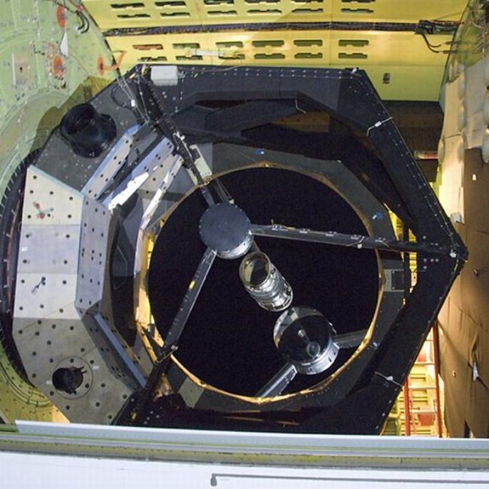November 2008 - Teleskop erfolgreich am Boden getestet: Das Teleskop mit beschichtetem Spiegel