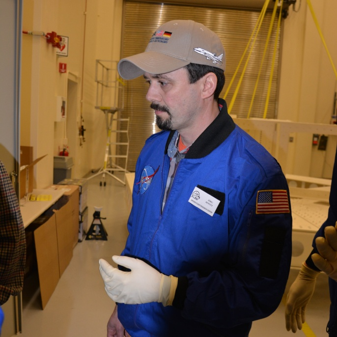 Jörg Dewitz in der Mirror Coating Facility