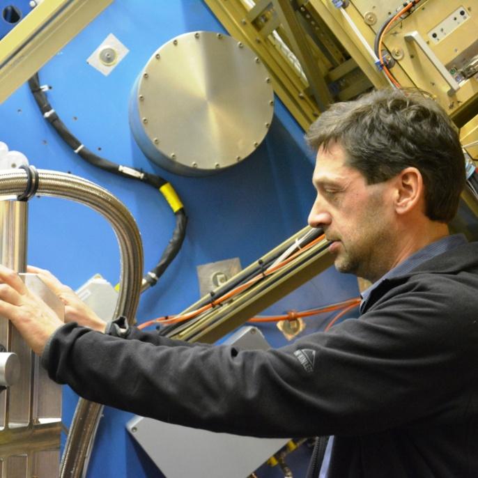 Mario Koch am Teleskop; copyright @ DSI