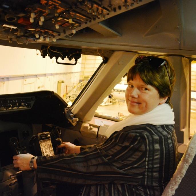 Gabriela Ulbrich im Cockpit; copyright @ DSI