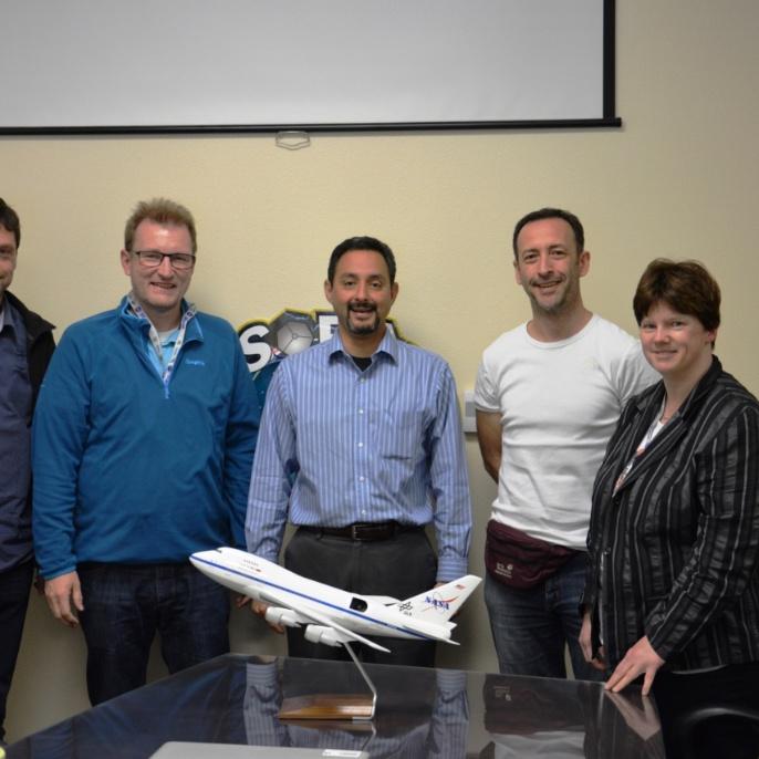 Treffen mit dem NASA SOFIA Programm Manager Eddie Zavala (Mitte); copyright @ DSI