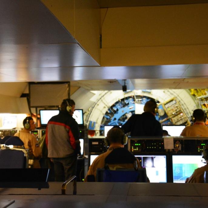 Blick von der Lehrerkonsole nach hinten (in Richtung Teleskop); copyright @ DSI