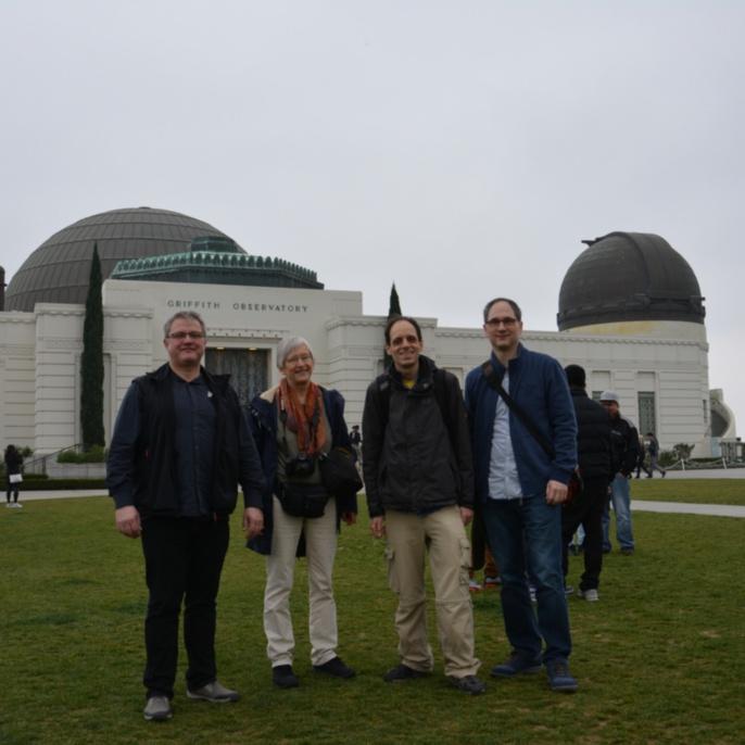 Gruppe vor dem Griffith Observatory in Los Angeles