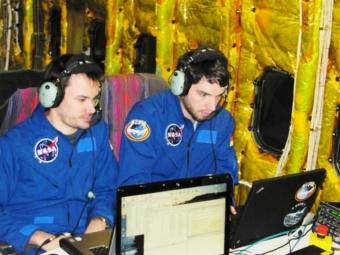 Manuel Wiedemann & Enrico Pfueller bei der Erprobung der Leitkameras an Bord von SOFIA