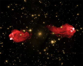 Zwei übereinander gelegte Bilder von Cygnus A