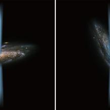 """Künstlerische Darstellung von dem Jet eines """"normalen"""" aktiven Schwarzen Lochs, der senkrecht zur Galaxie (links) steht, im Vergleich zu einem Jet, der direkt in die Galaxie (rechts) ausströmt – dargestellt in einem Bild einer Spiralgalaxie, aufgenommen vom Hubble-Weltraumteleskop.  ESA/Hubble&NASA und NASA/SOFIA/L. Proudfit"""
