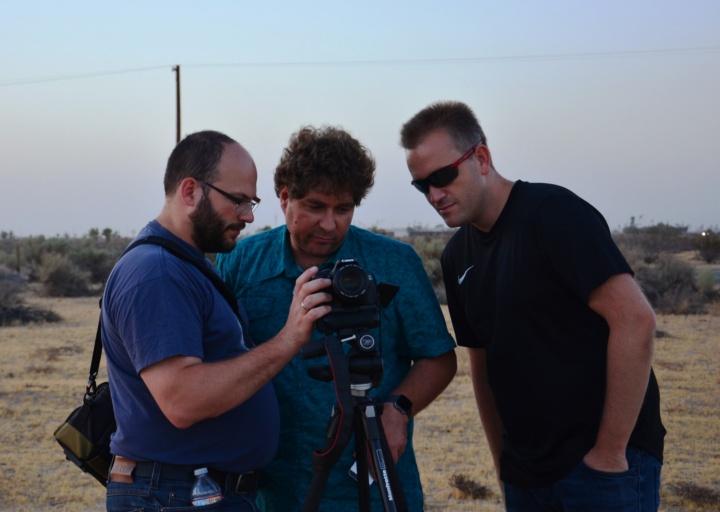 Team der Volkssternwarte Laupheim e.V.: Nikolai Prill, Michael Bischof und Rolf Stökler beim Filmen des Starts von SOFIA