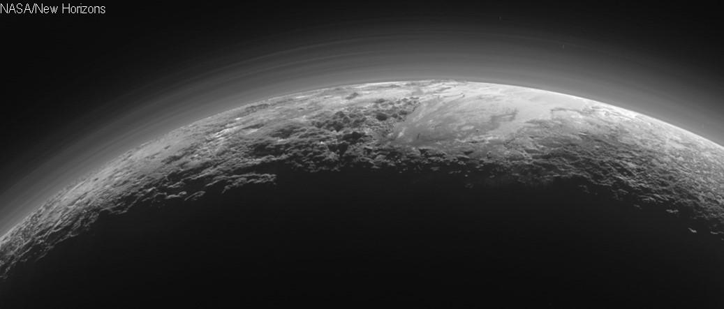 Bild der Plutoatmosphäre aufgenommen von der Raumsonde New Horizons