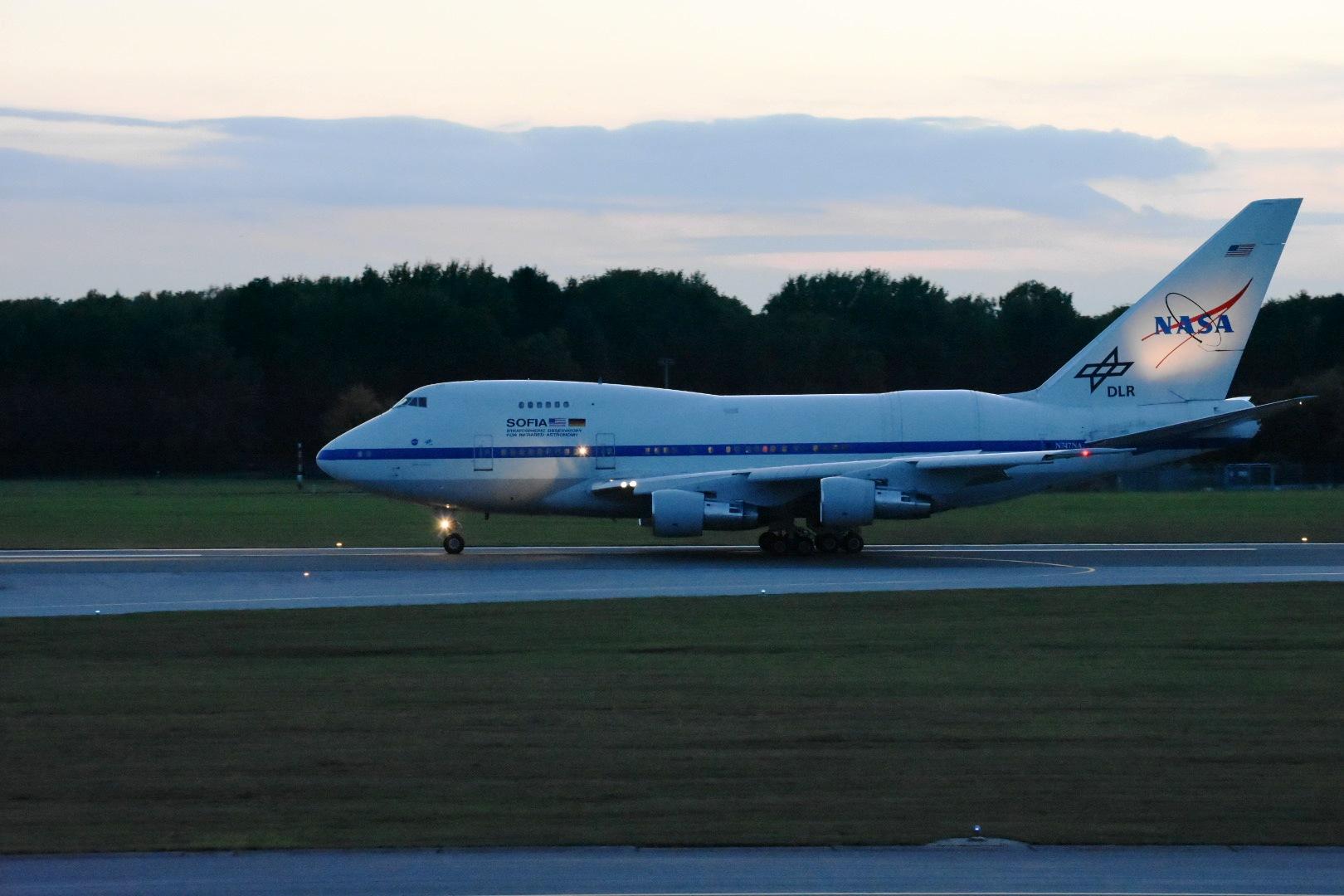 SOFIA ist um 19:13 am Hamburger Flughafen zur turnusmäßigen Wartungs bei Lufthansa Technik gelandet.