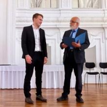 Sebastian Batzner wird für seine Bachelorarbeit am DSI ausgezeichnet